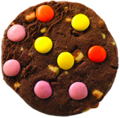 Dunkler Cookie mit bunten Schokoladenlinsen